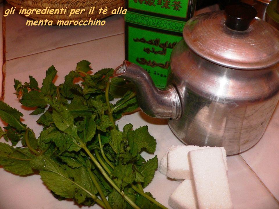 gli ingredienti per il tè alla menta marocchino