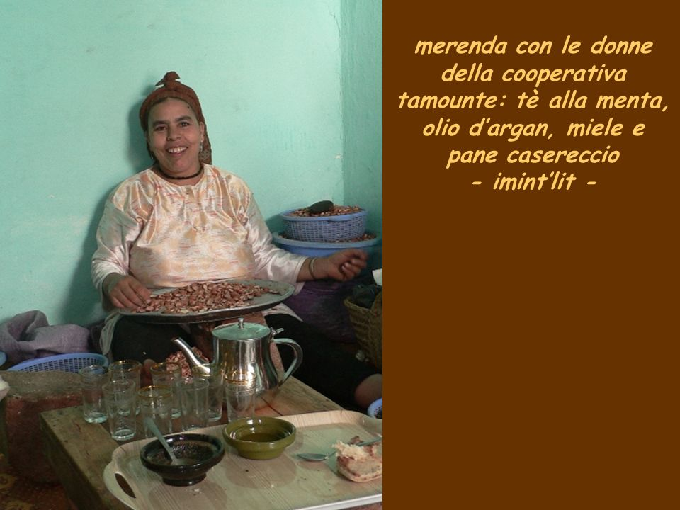 merenda con le donne della cooperativa tamounte: tè alla menta, olio dargan, miele e pane casereccio - imintlit -