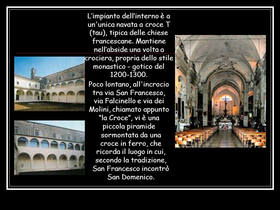 Limpianto dellinterno è a un unica navata a croce T (tau), tipica delle chiese francescane.
