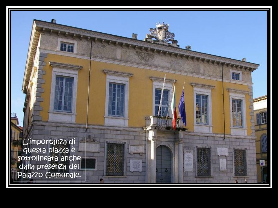 Limportanza di questa piazza è sottolineata anche dalla presenza del Palazzo Comunale.