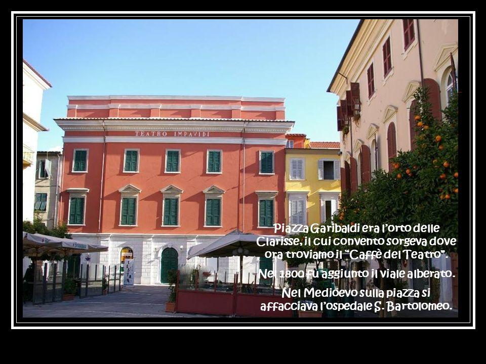 Piazza Garibaldi era lorto delle Clarisse, il cui convento sorgeva dove ora troviamo il Caffè del Teatro.