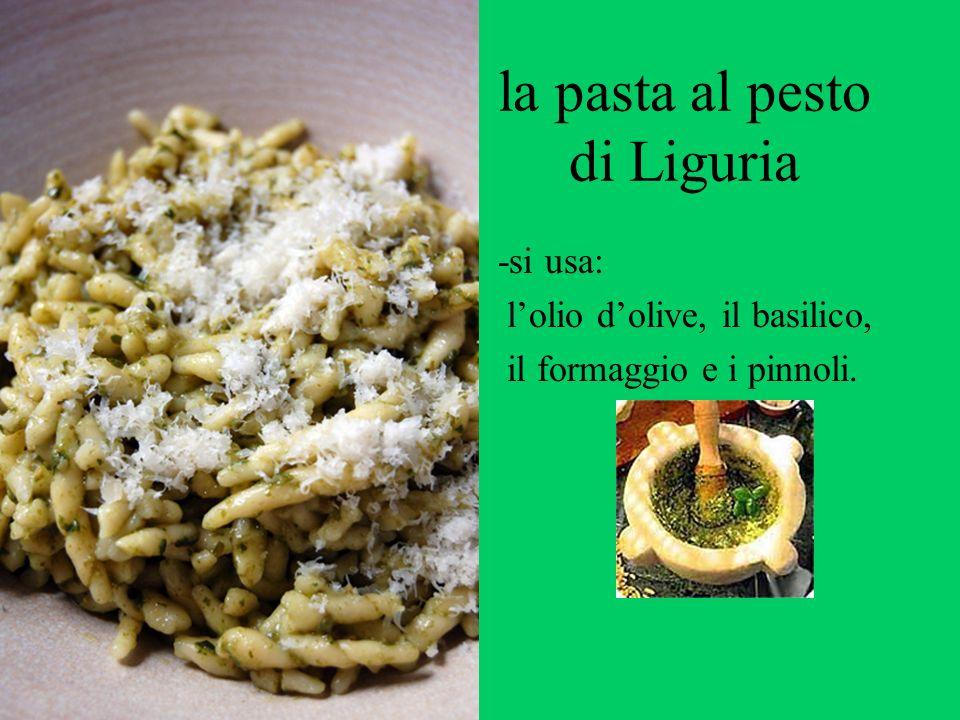la pasta al pesto di Liguria -si usa: lolio dolive, il basilico, il formaggio e i pinnoli.
