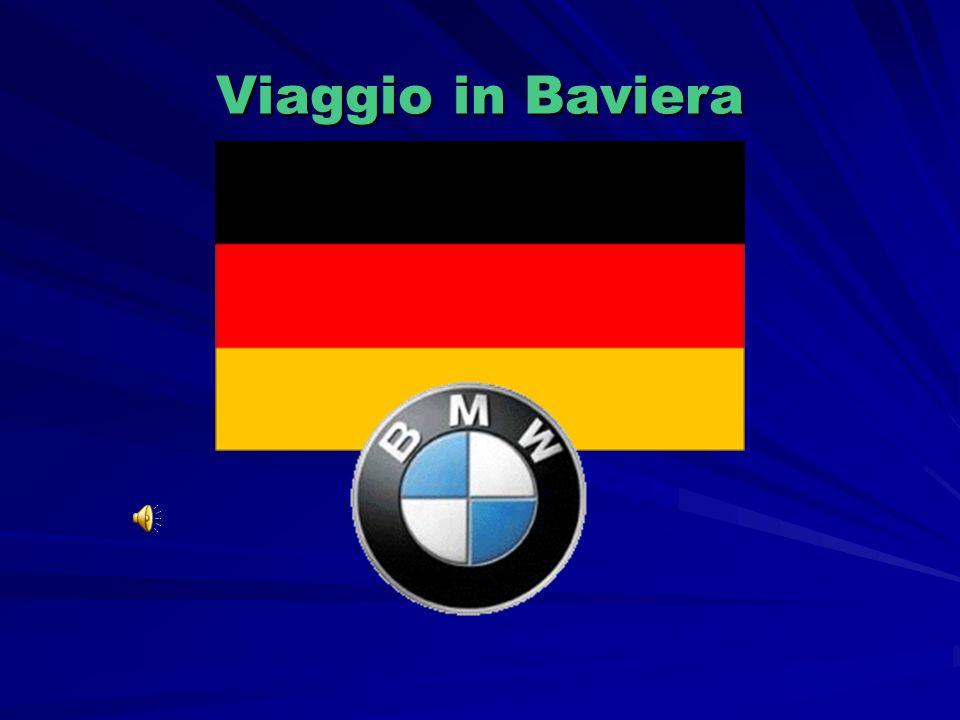 BMW ( Bayerische Motoren Werke) è un azienda Tedesca Con sede a Monaco di Baviera Le motociclette BMW sono state prodotte per decenni sulla base di un progetto originale di motore boxer, cioè a 2 cilindri contrapposti, allestite in varie tipologie di modelli, sia da strada che da fuoristrada, riconoscibili dalla lettera R nella sigla del modello.