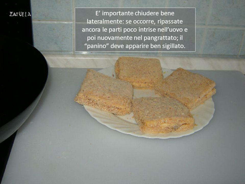 Facciamo aderire bene il pangrattato, così formerà una deliziosa crosticina croccante.