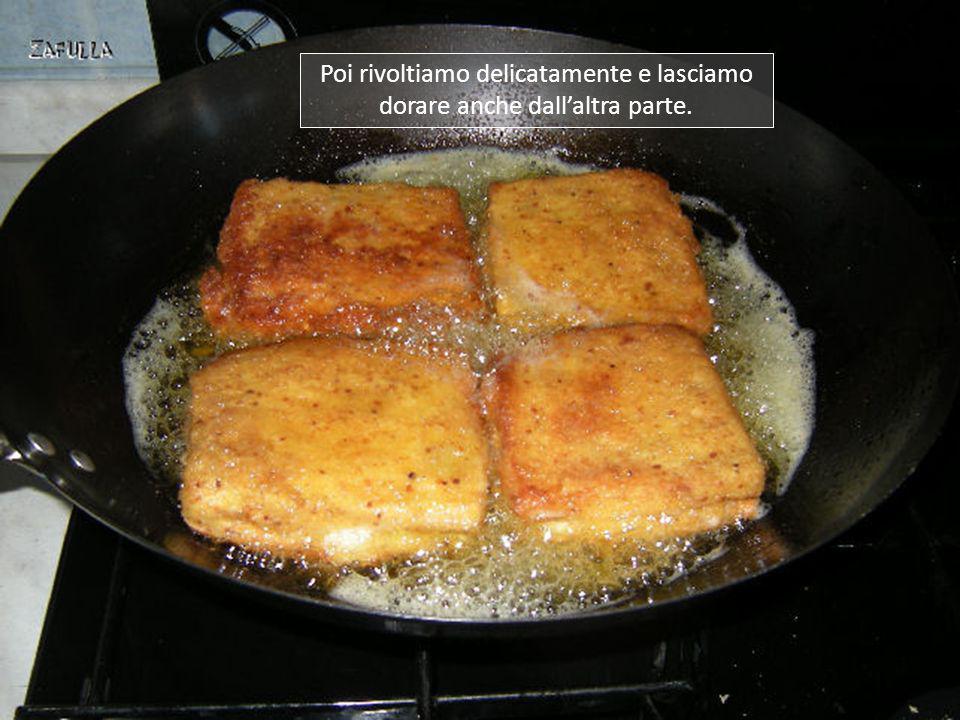 Ora mettiamo la padella dei fritti su fuoco medio e vi facciamo scaldare abbastanza olio da coprire mezza fetta di pane; lasciamo dorare leggermente;