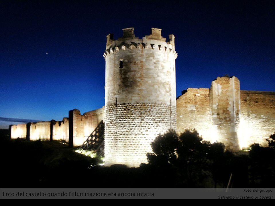 Foto del castello quando l'illuminazione era ancora intatta Foto del gruppo Salviamo il castello di Lucera