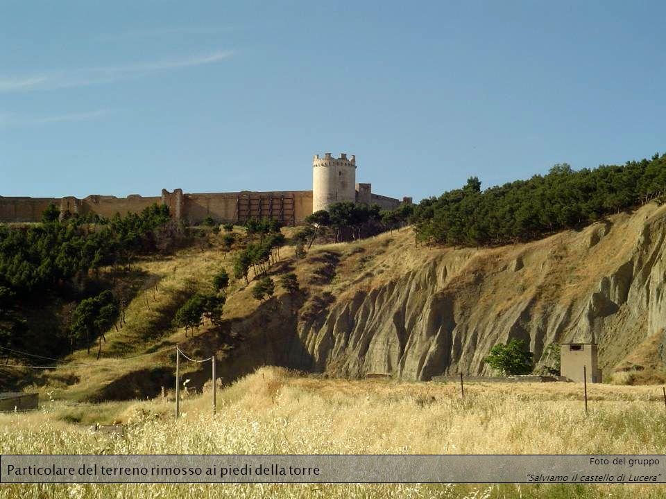 Particolare del terreno rimosso ai piedi della torre Foto del gruppo Salviamo il castello di Lucera