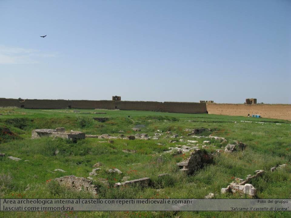 Area archeologica interna al castello con reperti medioevali e romani lasciati come immondizia Foto del gruppo Salviamo il castello di Lucera