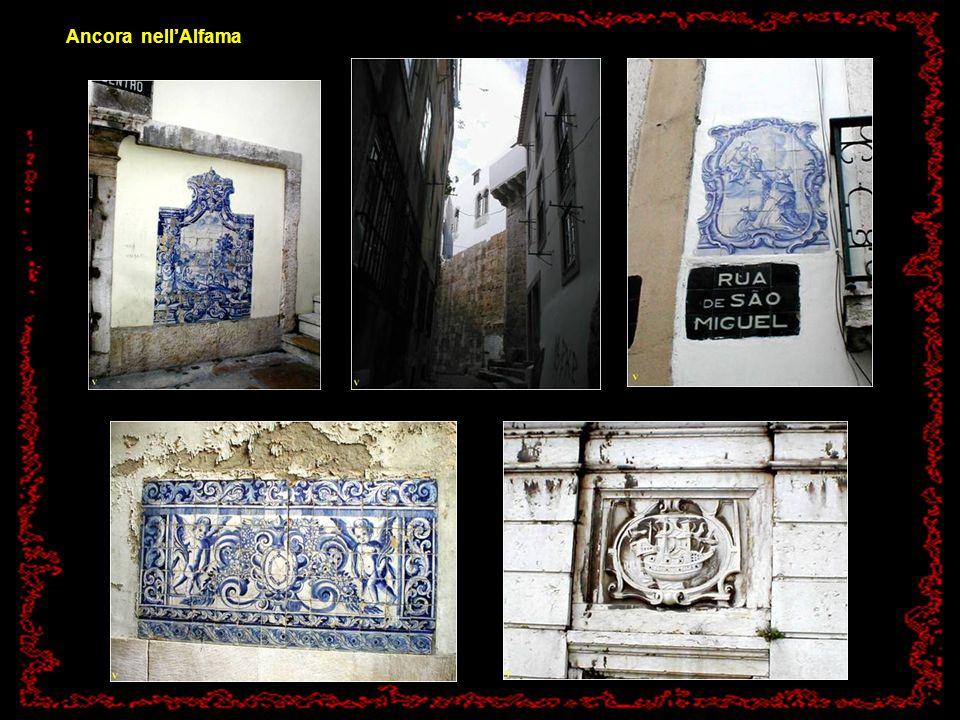 Fra le case ed i vicoli dello storico quartiere dellAlfama.