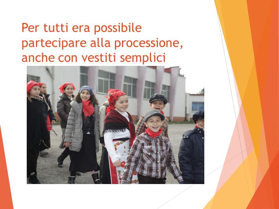 Per tutti era possibile partecipare alla processione, anche con vestiti semplici