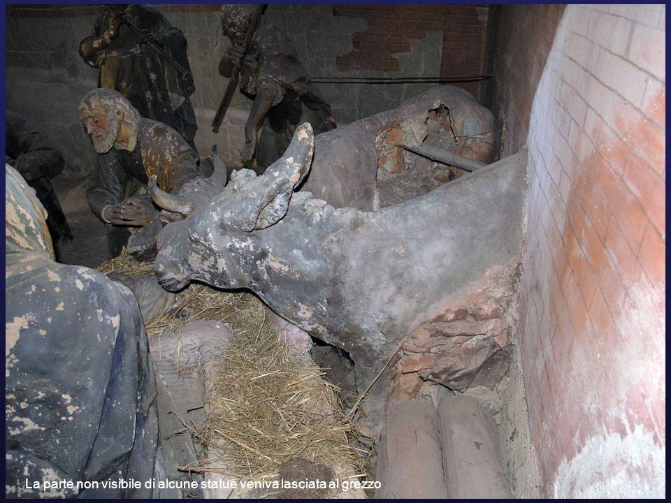 La parte non visibile di alcune statue veniva lasciata al grezzo