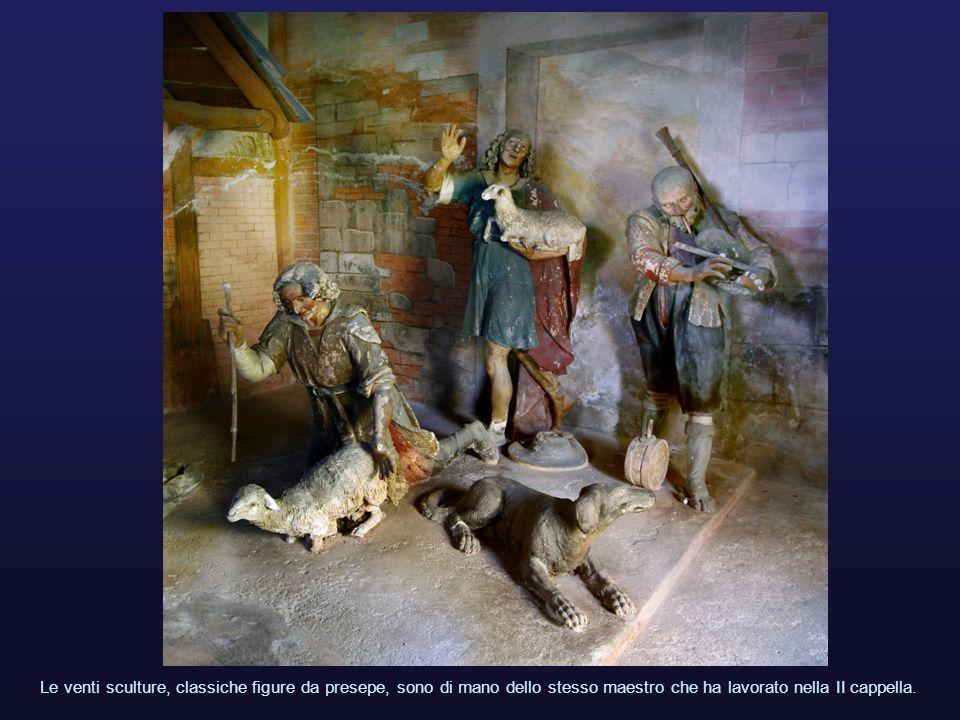 Le venti sculture, classiche figure da presepe, sono di mano dello stesso maestro che ha lavorato nella II cappella.