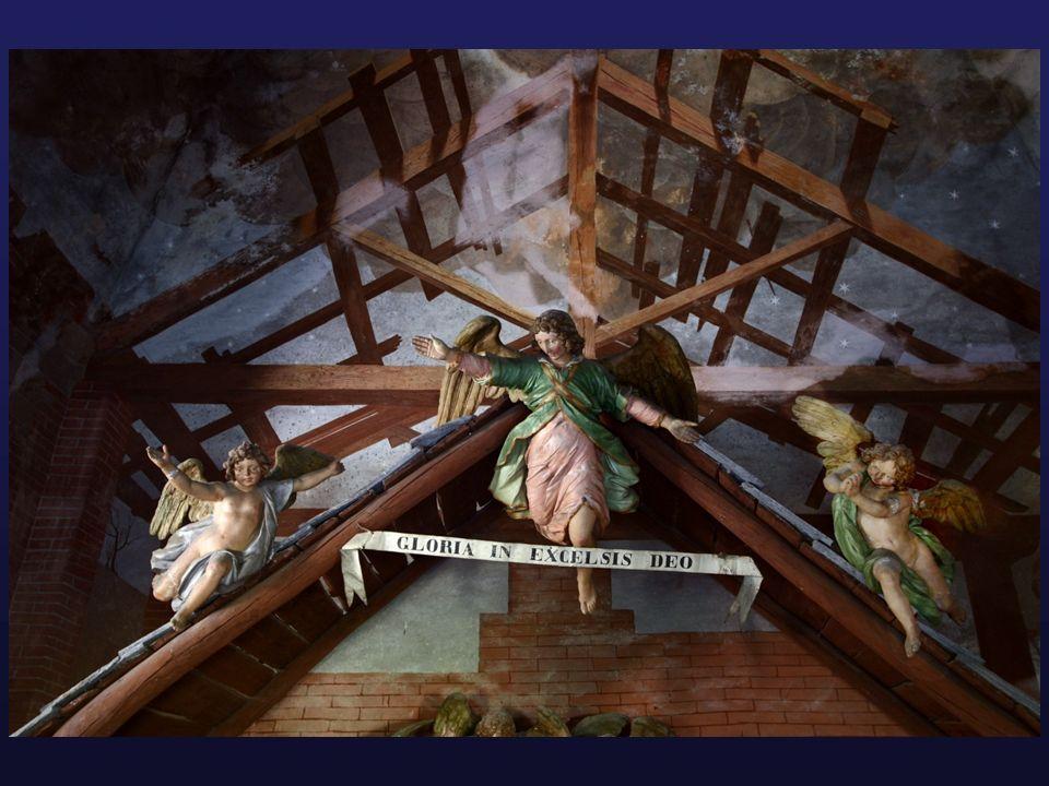 Sia la struttura, le statue, sia gli affreschi hanno un evidente bisogno di restauro.