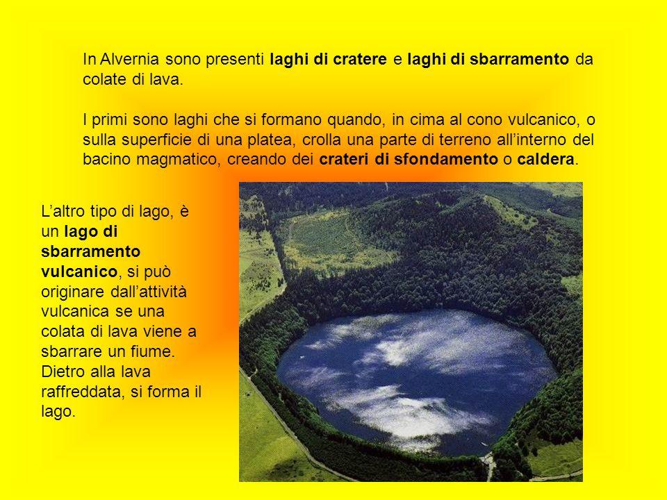 In Alvernia sono presenti laghi di cratere e laghi di sbarramento da colate di lava. I primi sono laghi che si formano quando, in cima al cono vulcani