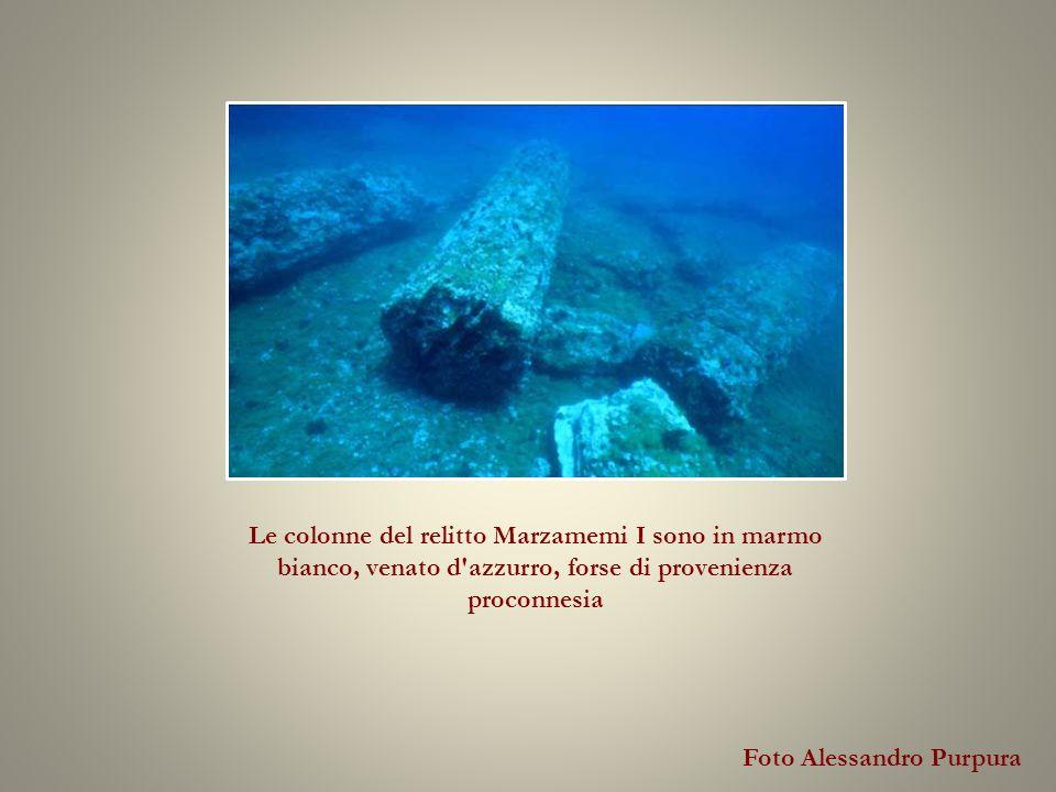 Foto Alessandro Purpura Le colonne del relitto Marzamemi I sono in marmo bianco, venato d azzurro, forse di provenienza proconnesia