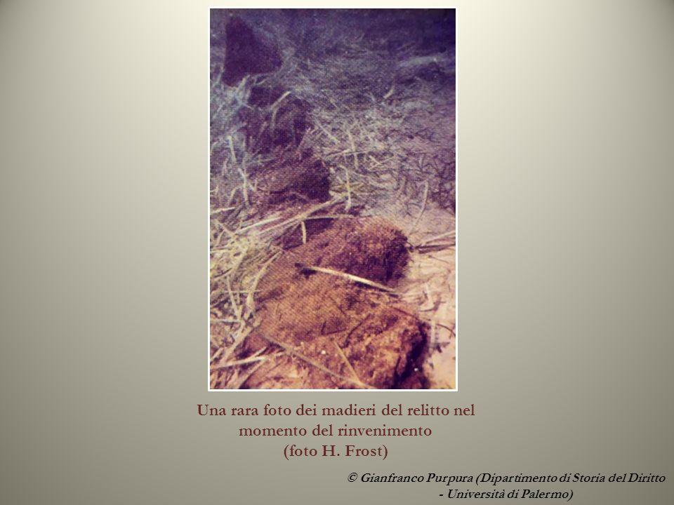 Una rara foto dei madieri del relitto nel momento del rinvenimento (foto H.