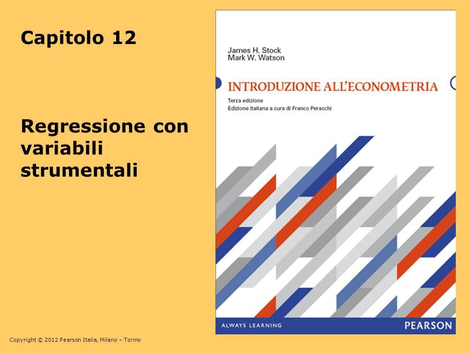 Copyright © 2012 Pearson Italia, Milano – Torino 12-42 TSLS con un singolo regressore endogeno Y i = β 0 + β 1 X 1i + β 2 W 1i + … + β 1+r W ri + u i m strumenti: Z 1i,…, Z m Primo stadio –Regressione di X 1 su tutti i regressori esogeni: regressione di X 1 su W 1,…,W r, Z 1,…, Z m, e unintercetta, usando OLS –Calcolo dei valori predetti, i = 1,…,n Secondo stadio –Regressione di Y su, W 1,…, W r, e unintercetta, usando OLS –I coefficienti di questa regressione del secondo stadio sono gli stimatori TSLS, ma gli errori standard sono sbagliati Per ottenere errori standard corretti, occorre procedere in un singolo pasasggio con il software di regressione