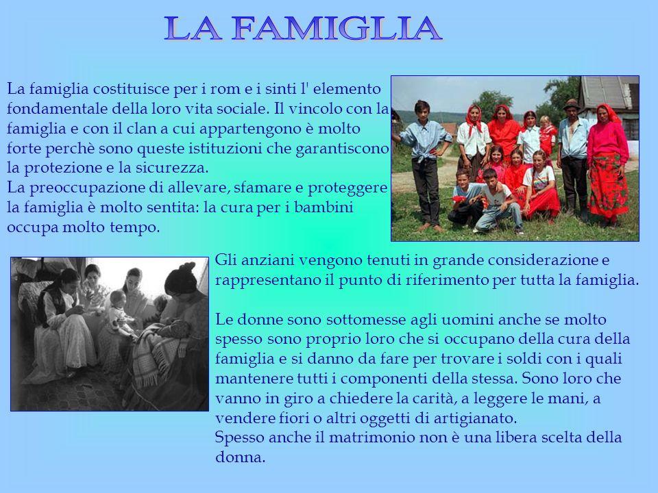 La famiglia costituisce per i rom e i sinti l' elemento fondamentale della loro vita sociale. Il vincolo con la famiglia e con il clan a cui apparteng