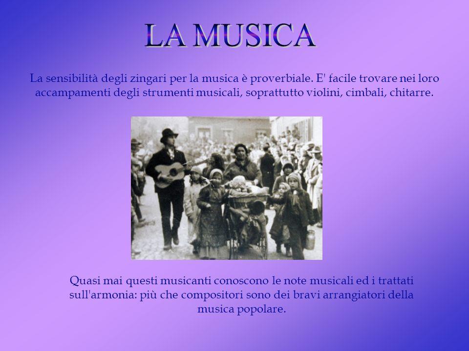 La sensibilità degli zingari per la musica è proverbiale. E' facile trovare nei loro accampamenti degli strumenti musicali, soprattutto violini, cimba