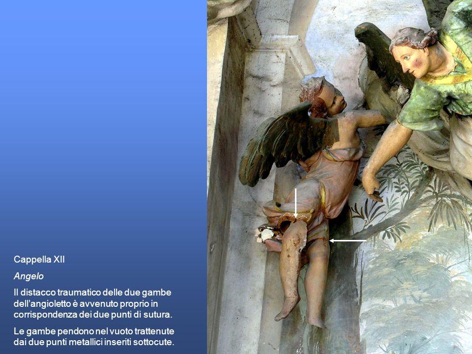 Cappella XII Angelo Il distacco traumatico delle due gambe dellangioletto è avvenuto proprio in corrispondenza dei due punti di sutura. Le gambe pendo