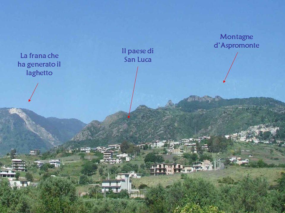 La frana che ha generato il laghetto Il paese di San Luca Montagne dAspromonte