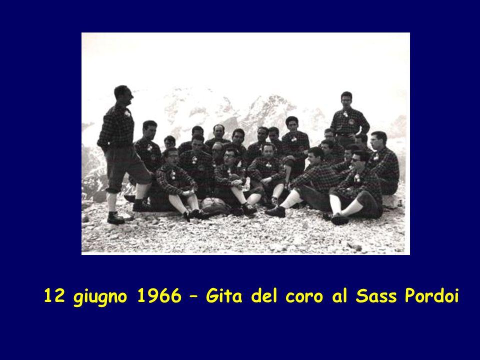 5 ottobre 1966 Venezia – Campo San Bartolomeo Il coro in partenza per Ginevra