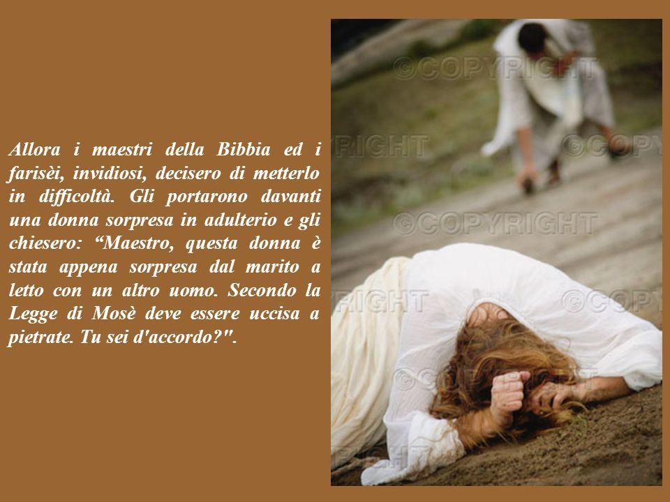 Dopo aver trascorso la notte al Monte degli Ulivi, Gesù si recò di buon mattino al tempio: e moltissima gente gli si radunò intorno per ascoltarlo. Co