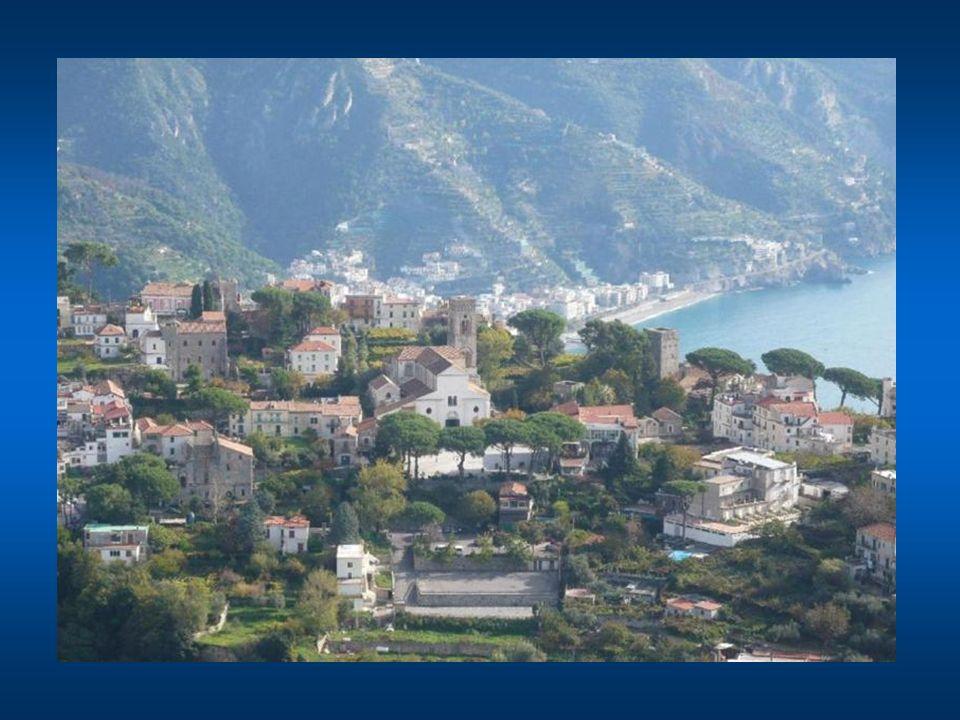 Ravello fu fondata nel V° secolo, e raggiunse il suo massimo splendore dopo il IV° secolo sotto la Repubblica marinara di Amalfi e il principato di Sa