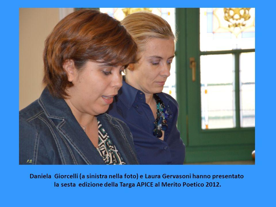 Daniela Giorcelli (a sinistra nella foto) e Laura Gervasoni hanno presentato la sesta edizione della Targa APICE al Merito Poetico 2012.