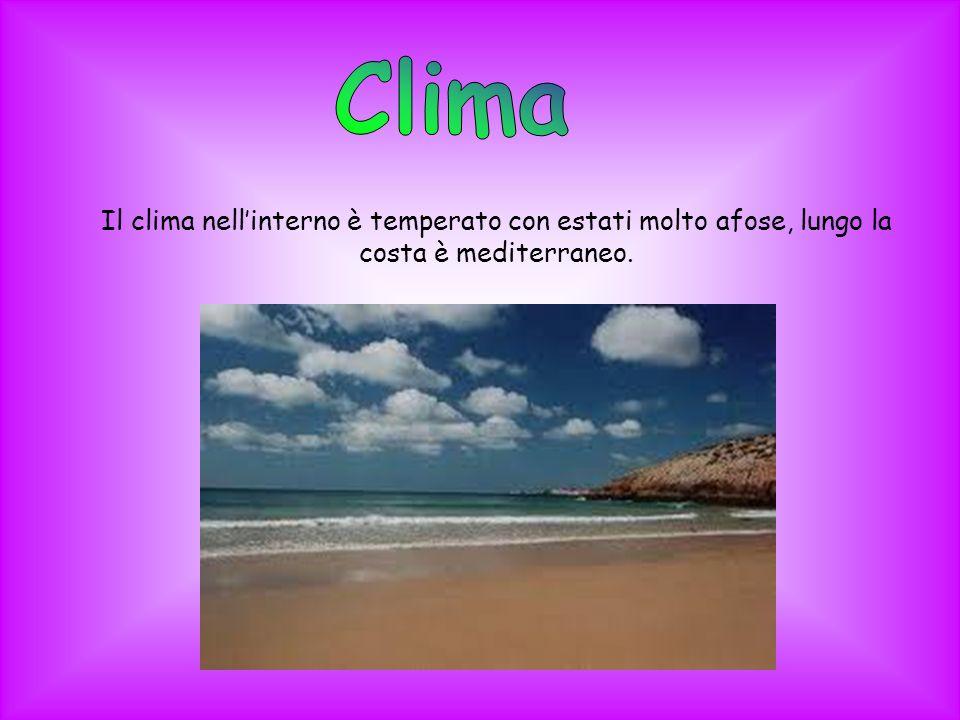 Il clima nellinterno è temperato con estati molto afose, lungo la costa è mediterraneo.