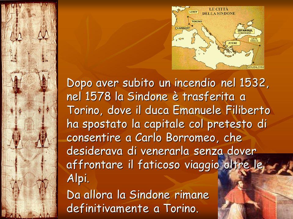 Dopo aver subito un incendio nel 1532, nel 1578 la Sindone è trasferita a Torino, dove il duca Emanuele Filiberto ha spostato la capitale col pretesto