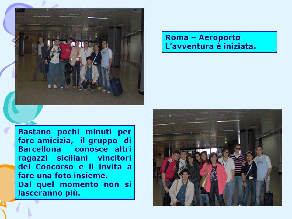 Bastano pochi minuti per fare amicizia, il gruppo di Barcellona conosce altri ragazzi siciliani vincitori del Concorso e li invita a fare una foto insieme.
