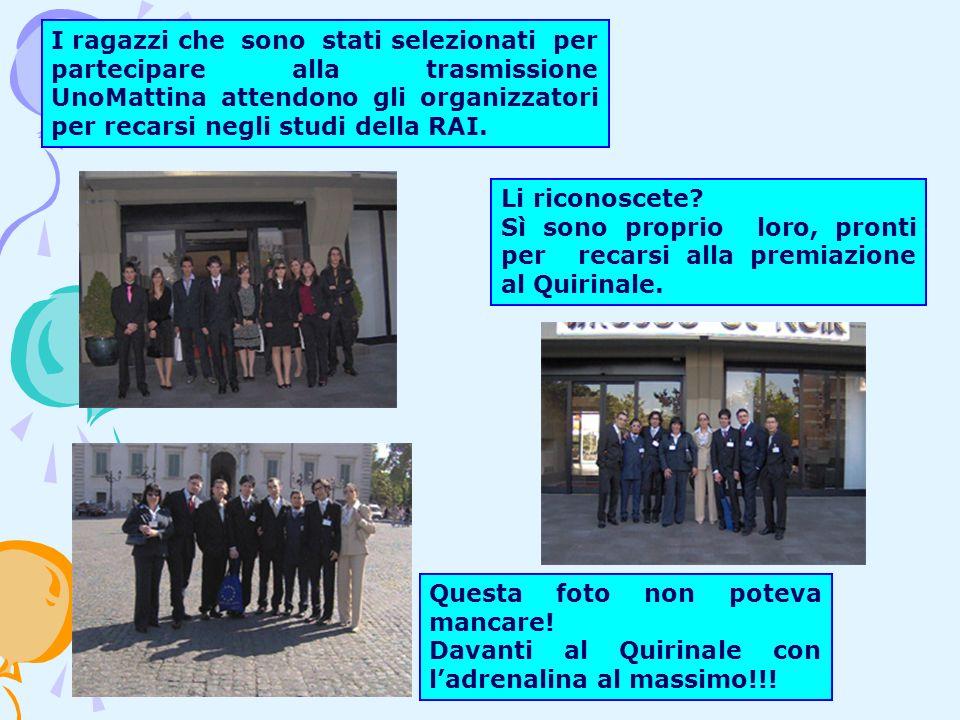 I ragazzi che sono stati selezionati per partecipare alla trasmissione UnoMattina attendono gli organizzatori per recarsi negli studi della RAI.