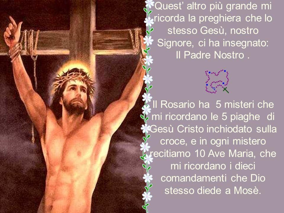 Per prima cosa prendo la Croce e ricordo che il Figlio di Dio ha dato tutto il suo sangue inchiodato su una croce per salvare l'umanità. Questa prima