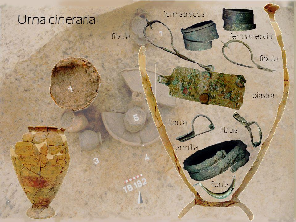 Urna cineraria fibula fermatreccia piastra armilla