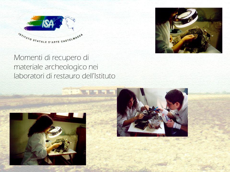 Momenti di recupero di materiale archeologico nei laboratori di restauro dellIstituto