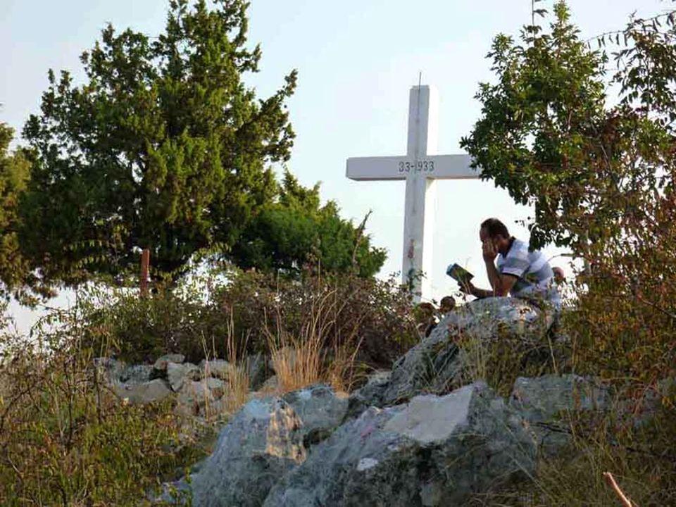 Così anche noi abbiamo potuto rinnovare a Medjugorje, dal profondo del cuore, questa fede: «Lontano da noi abbandonare il Signore per servire altri dè