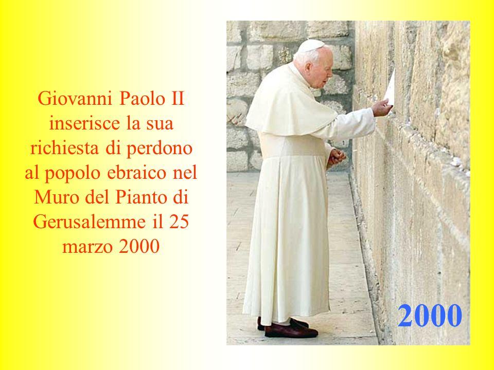 Giovanni Paolo II inserisce la sua richiesta di perdono al popolo ebraico nel Muro del Pianto di Gerusalemme il 25 marzo 2000 2000