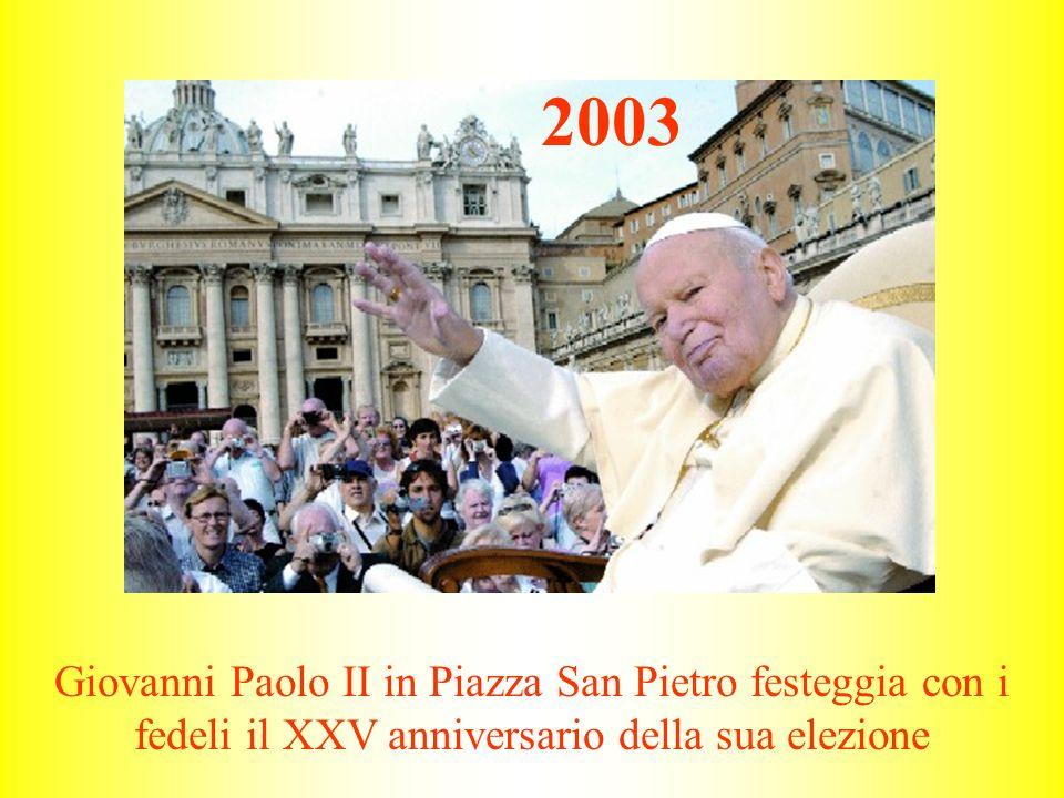 Giovanni Paolo II in Piazza San Pietro festeggia con i fedeli il XXV anniversario della sua elezione 2003