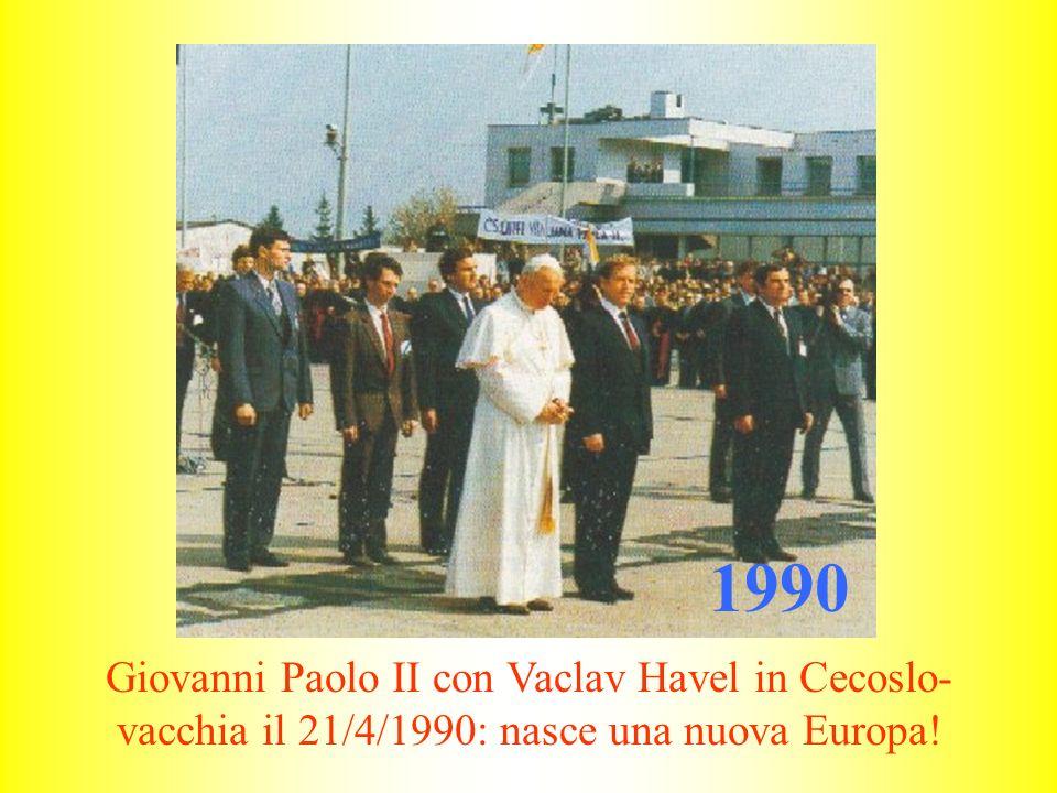 1991 Giovanni Paolo II pellegrino nel mondo: qui è a Culabà (in Brasile) con un indio il 15 ottobre 1991