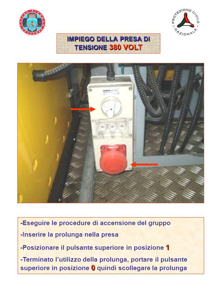 IMPIEGO DELLA PRESA DI TENSIONE ESTERNA 220 VOLT -In caso di guasto del gruppo elettrogeno principale, tramite la presa di corrente 220 Volt posta nella parte posteriore SX del rimorchio, è possibile fornire la tensione a tutte le apparecchiature elettriche ed elettromeccaniche del gruppo OFF -Assicurarsi che tutti i pulsanti di tensione siano in posizione OFF -Togliere il coperchio di protezione della presa e collegare la prolunga 220 Volt alla presa di tensione esterna 2 -Portare il selettore di rete in posizione 2 -Azionare il gruppo attenendosi alle normali procedure dimpiego OFF -Completate tutte le funzioni di impiego, posizionare i pulsanti di tensione in posizione OFF, quindi scollegare la prolunga di alimentazione esterna -Riposizionare il coperchio di protezione della presa e riporre la prolunga nella scatola box