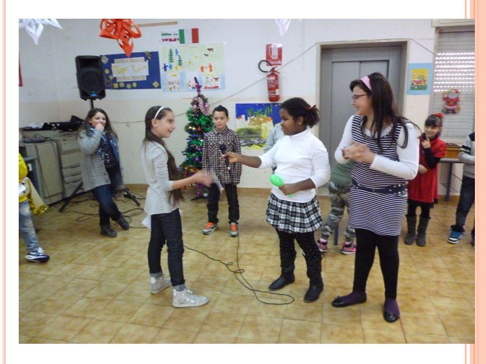 S AGGIO DI N ATALE Tutti i bambini, attraverso la Musica, hanno voluto augurare ai presenti un felice Natale e un buon Anno Nuovo, comunicando in modo personale con i suoni della voce, dei gesti- suono e dello strumentario a percussione, dei messaggi ricchi di gioia, speranza, fratellanza e pace.