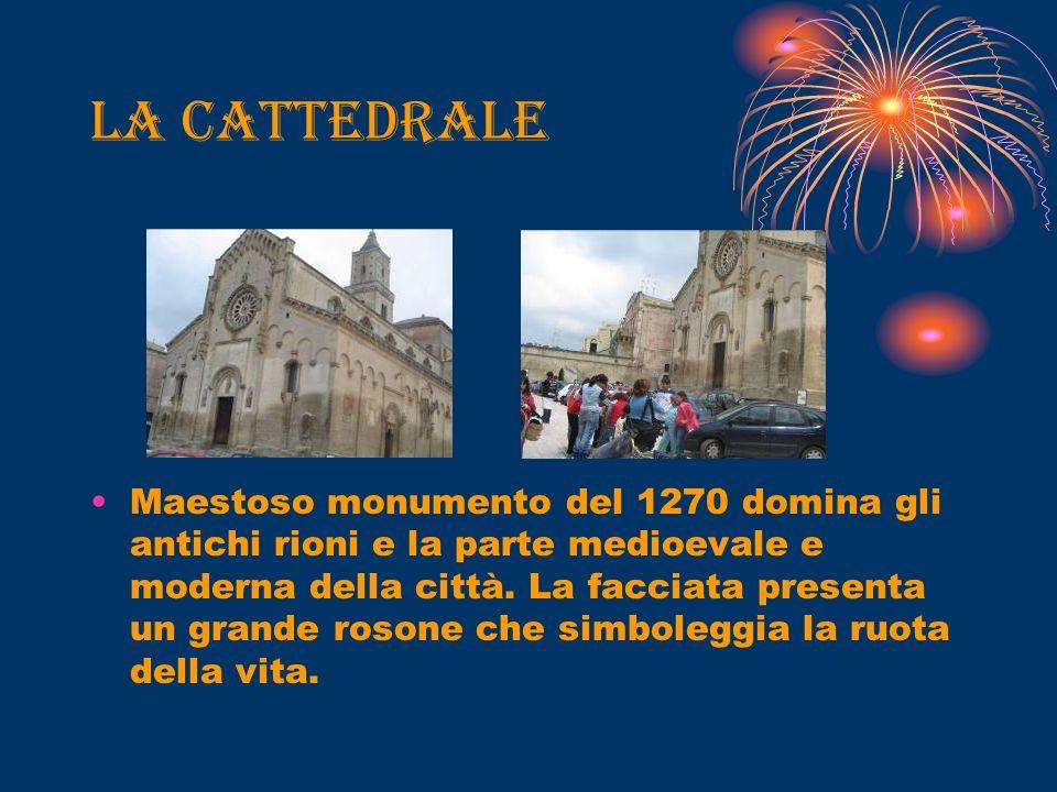 La cattedrale Maestoso monumento del 1270 domina gli antichi rioni e la parte medioevale e moderna della città.