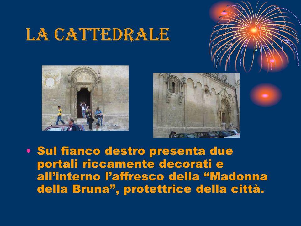 La cattedrale Sul fianco destro presenta due portali riccamente decorati e allinterno laffresco della Madonna della Bruna, protettrice della città.
