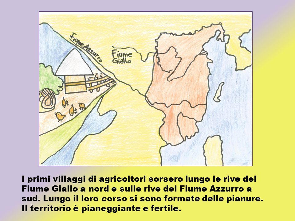 I primi villaggi di agricoltori sorsero lungo le rive del Fiume Giallo a nord e sulle rive del Fiume Azzurro a sud. Lungo il loro corso si sono format