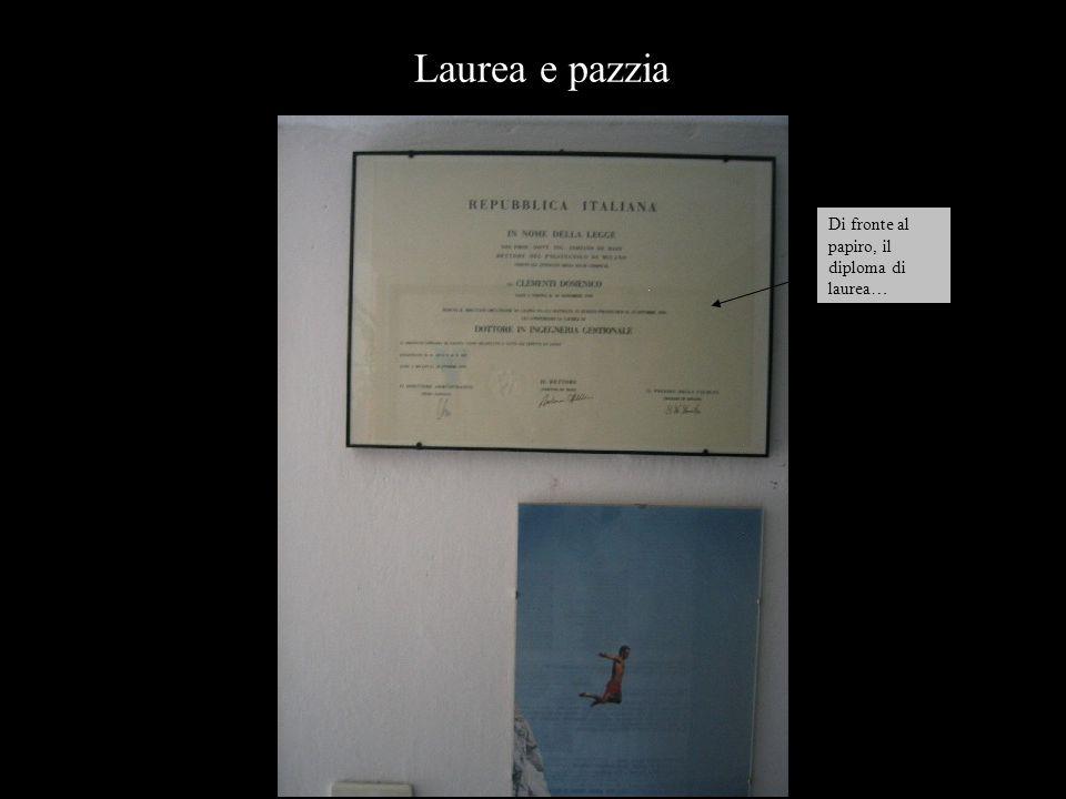 Di fronte al papiro, il diploma di laurea… Laurea e pazzia