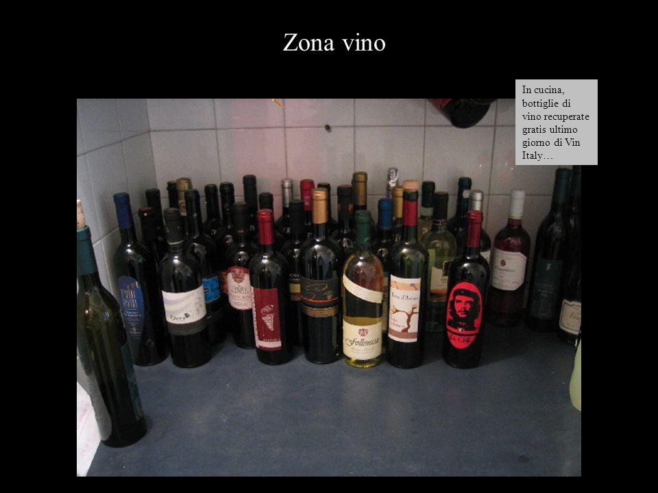 In cucina, bottiglie di vino recuperate gratis ultimo giorno di Vin Italy… Zona vino