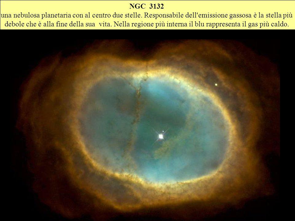 NGC 3132 una nebulosa planetaria con al centro due stelle. Responsabile dell'emissione gassosa è la stella più debole che è alla fine della sua vita.