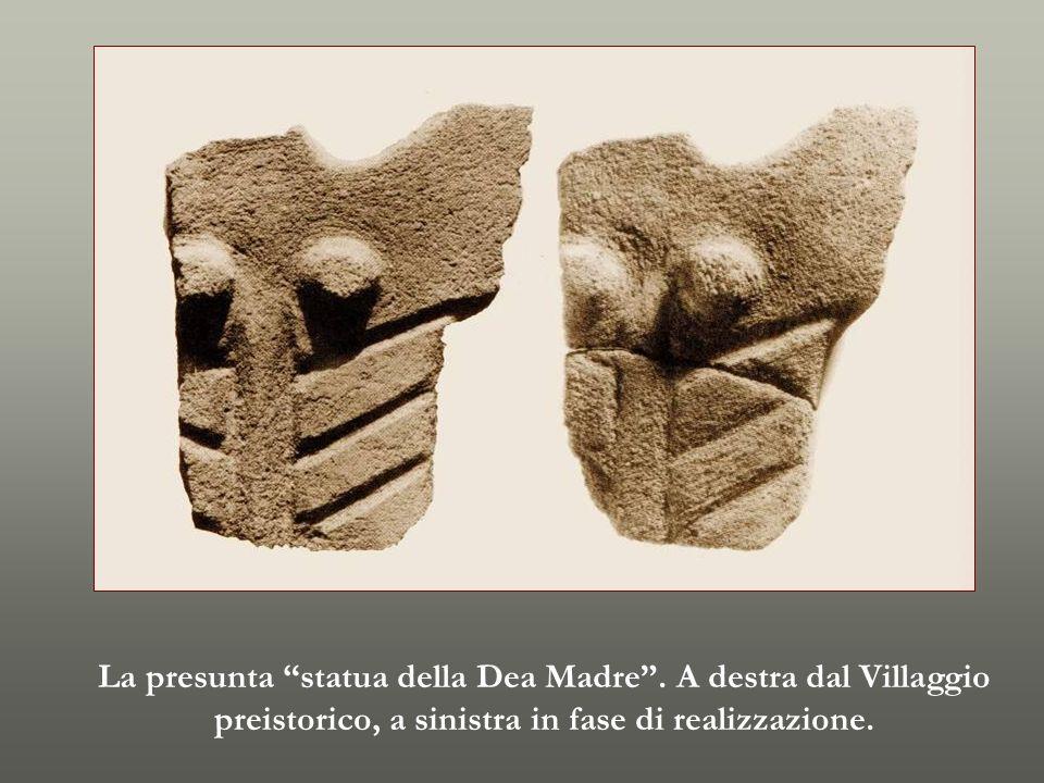La presunta statua della Dea Madre. A destra dal Villaggio preistorico, a sinistra in fase di realizzazione.