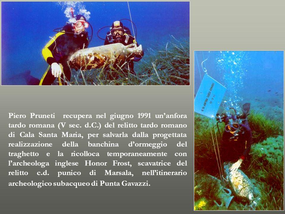 Piero Pruneti recupera nel giugno 1991 unanfora tardo romana (V sec. d.C.) del relitto tardo romano di Cala Santa Maria, per salvarla dalla progettata